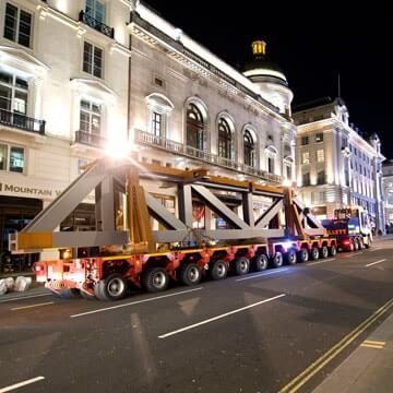 Abnormal Cargo for Leicester Square Hotel, Collett Heavy Transport